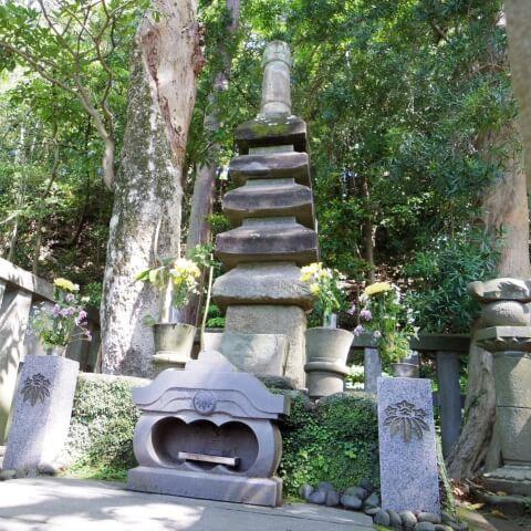 源頼朝の墓